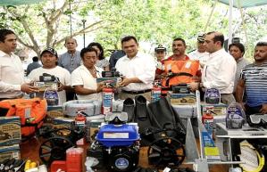 Entregan apoyos a pescadores de Yucatán