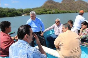 recorrido del titular de Conapesca por la laguna de Cuyutlàn
