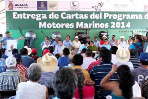 082814 Entrega de cartas del programa de motores marinos en Culiacán